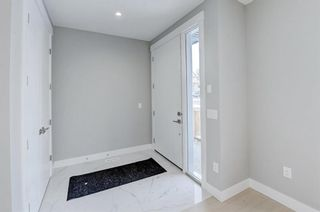 Photo 2: 835 21 Avenue NW in Calgary: Mount Pleasant Semi Detached for sale : MLS®# A1056279