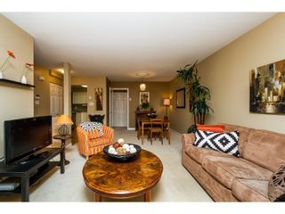 """Photo 3: 2 65 FOXWOOD Drive in Port Moody: Heritage Mountain Townhouse for sale in """"FOREST HILL"""" : MLS®# R2060866"""