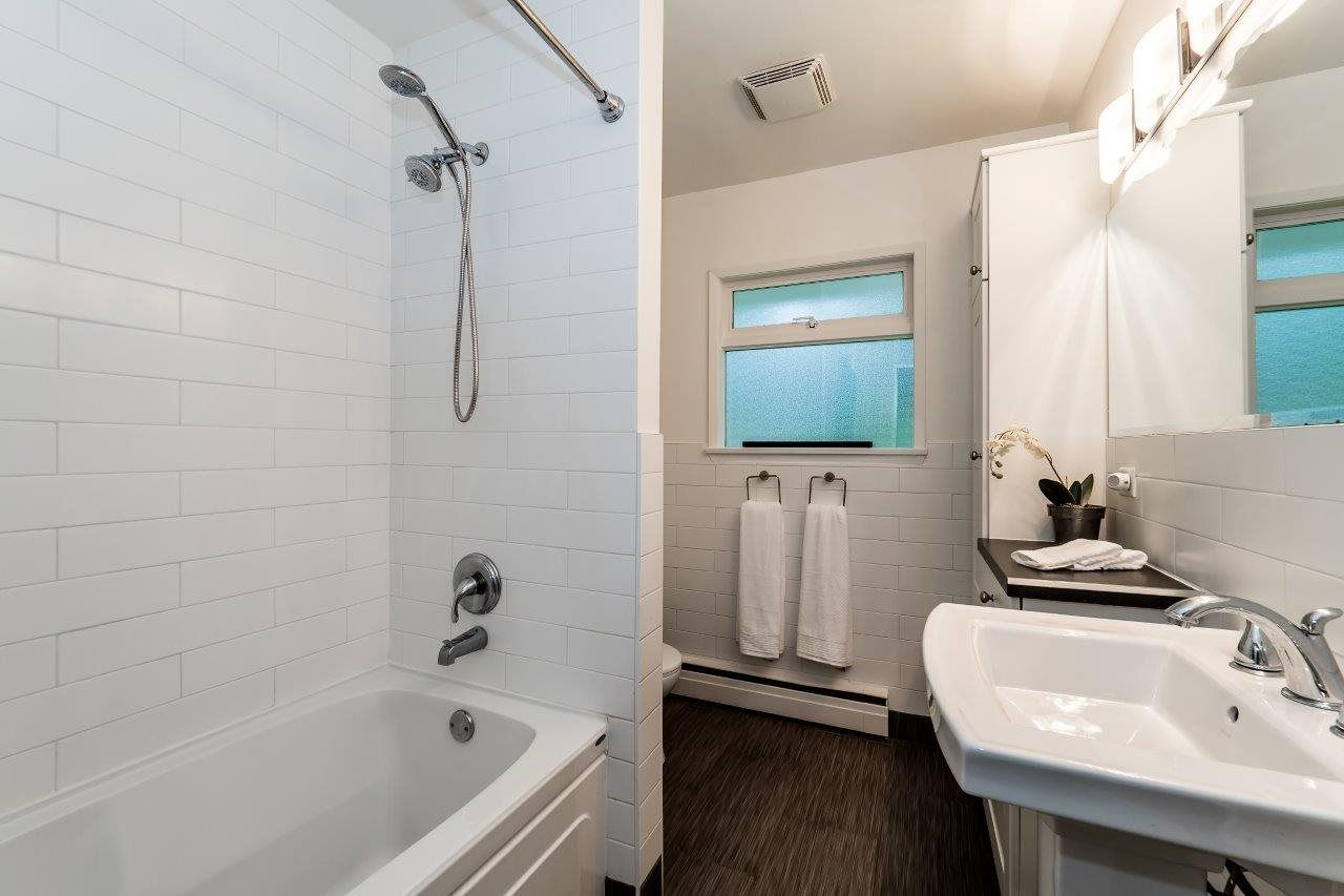 Photo 15: Photos: 1002 CLEMENTS Avenue in North Vancouver: Canyon Heights NV House for sale : MLS®# R2078694