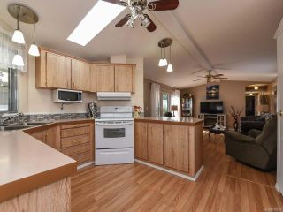 Photo 5: 18 1240 WILKINSON ROAD in COMOX: CV Comox Peninsula Manufactured Home for sale (Comox Valley)  : MLS®# 780089