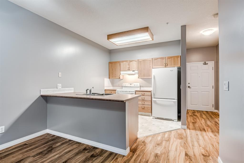 Main Photo: 106 3 Parklane Way: Strathmore Apartment for sale : MLS®# A1140778