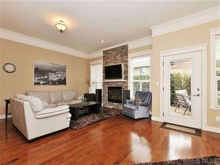 Photo 2: 526 Heatherdale Lane in VICTORIA: SW Royal Oak Row/Townhouse for sale (Saanich West)  : MLS®# 638198
