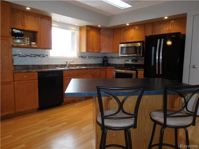Photo 6: Photos: 54 WESTWOOD Avenue in Mitchell: R16 Residential for sale : MLS®# 1809222