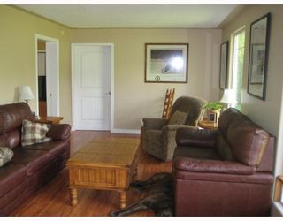 """Photo 5: 8250 JOHNSON Road in Prince_George: Pineview House for sale in """"PINEVIEW"""" (PG Rural South (Zone 78))  : MLS®# N183293"""