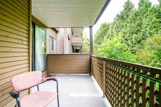 """Photo 2: 307 10698 151A Street in Surrey: Guildford Condo for sale in """"Lincoln Hill"""" (North Surrey)  : MLS®# R2390234"""