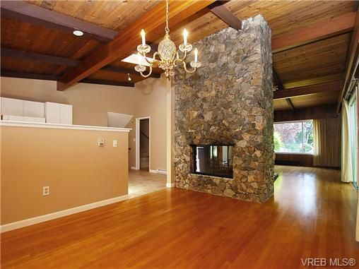 Photo 2: Photos: 3815 Campus Crescent in VICTORIA: SE Mt Tolmie Residential for sale (Saanich East)  : MLS®# 336697