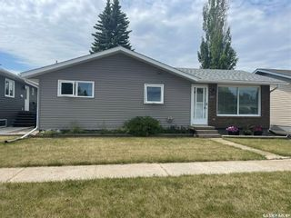 Photo 2: 207 11th Street in Humboldt: Residential for sale : MLS®# SK863094