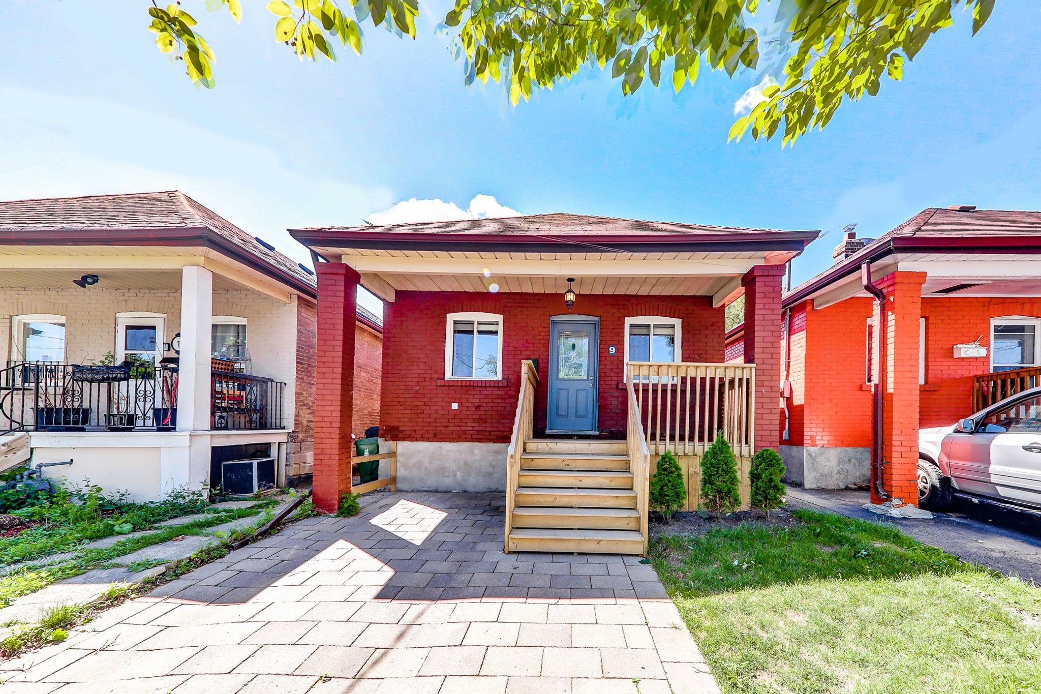 Main Photo: 9 Maple Bush Avenue in Toronto: Humberlea-Pelmo Park W4 House (Bungalow) for sale (Toronto W04)  : MLS®# W4180095