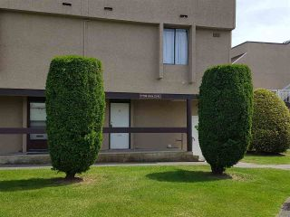 """Photo 1: 33 17706 60TH Avenue in Surrey: Cloverdale BC Townhouse for sale in """"clover park gardens"""" (Cloverdale)  : MLS®# R2174285"""