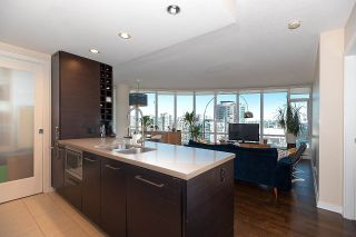 """Photo 4: 2203 833 HOMER Street in Vancouver: Downtown VW Condo for sale in """"Atelier on Robson"""" (Vancouver West)  : MLS®# R2590553"""