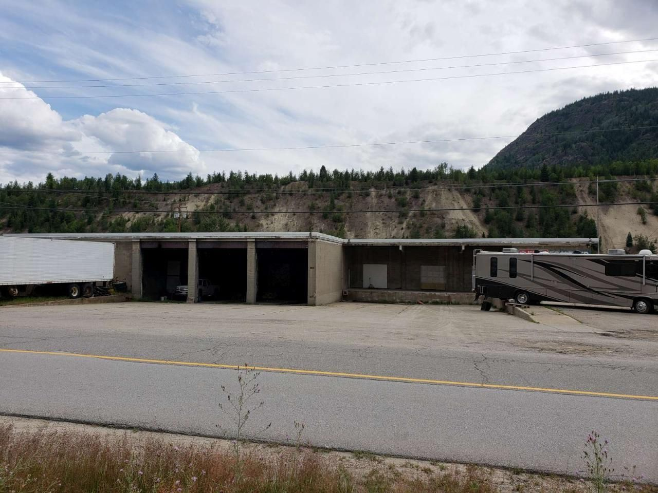 Main Photo: 8075 OLD WANETA ROAD in Trail: Other for lease : MLS®# 2457846