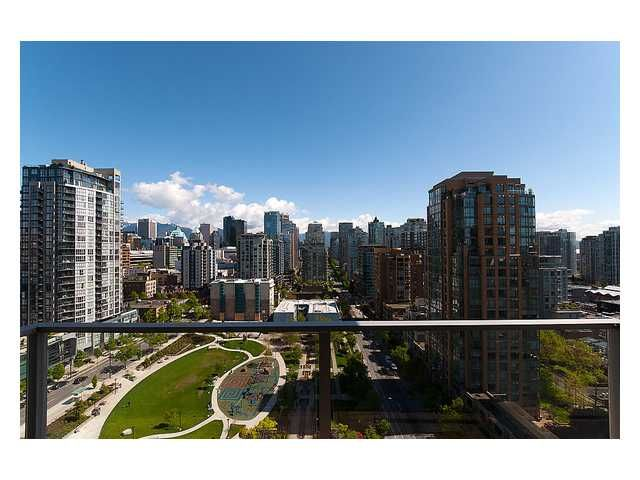 """Main Photo: 1903 1225 RICHARDS Street in Vancouver: Downtown VW Condo for sale in """"Eden"""" (Vancouver West)  : MLS®# V950029"""