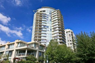 "Photo 2: 905 1328 MARINASIDE Crescent in Vancouver: Yaletown Condo for sale in ""THE CONCORD"" (Vancouver West)  : MLS®# R2134660"