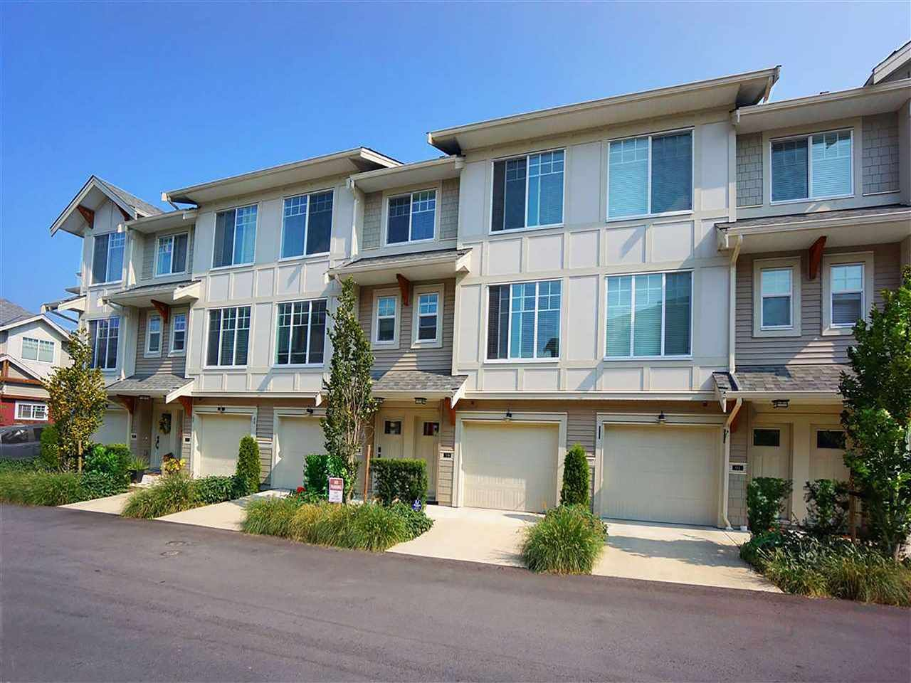 Main Photo: 90 20498 82 AVENUE in Langley: Willoughby Heights Townhouse for sale : MLS®# R2527686