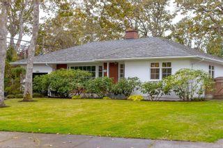 Photo 2: 3108 Henderson Rd in Oak Bay: OB Henderson House for sale : MLS®# 888135