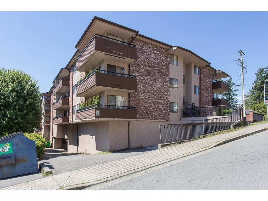 "Main Photo: 105 33956 ESSENDENE Avenue in Abbotsford: Central Abbotsford Condo for sale in ""Hillcrest Manor"" : MLS®# R2192762"