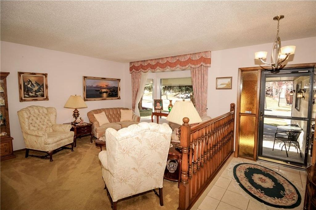 Photo 7: Photos: 52 BERKSHIRE Road NW in Calgary: Beddington Heights House for sale : MLS®# C4105449