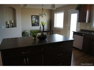 Photo 7: 211 Warwick Crescent: Warman Single Family Dwelling for sale (Saskatoon NW)  : MLS®# 434382