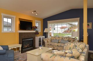 """Photo 2: 5704 EMILY Way in Sechelt: Sechelt District House for sale in """"CASCADE"""" (Sunshine Coast)  : MLS®# R2144070"""
