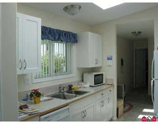 """Photo 7: 81 1840 160 Street in Surrey: King George Corridor Manufactured Home for sale in """"BREAKAWAY BAYS"""" (South Surrey White Rock)  : MLS®# F2721766"""