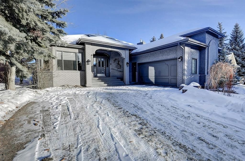 Main Photo: 864 SHAWNEE Drive SW in Calgary: Shawnee Slopes Detached for sale : MLS®# C4282551