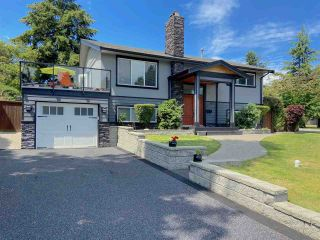 "Photo 1: 555 55A Street in Delta: Pebble Hill House for sale in ""PEBBLE HILL"" (Tsawwassen)  : MLS®# R2481635"