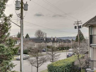 Main Photo: 205 1515 CHESTERFIELD Avenue in North Vancouver: Central Lonsdale Condo for sale : MLS®# R2543051