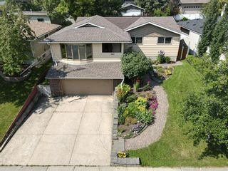Photo 2: 3603 Chippendale Drive NW in Calgary: Charleswood Detached for sale : MLS®# A1103139