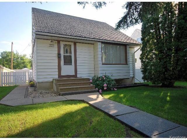 Main Photo: 823 Manhattan Avenue in WINNIPEG: East Kildonan Residential for sale (North East Winnipeg)  : MLS®# 1517538