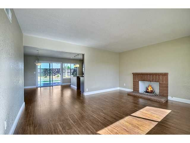 Photo 4: Photos: MIRA MESA House for sale : 3 bedrooms : 9076 Kirby Court in San Diego