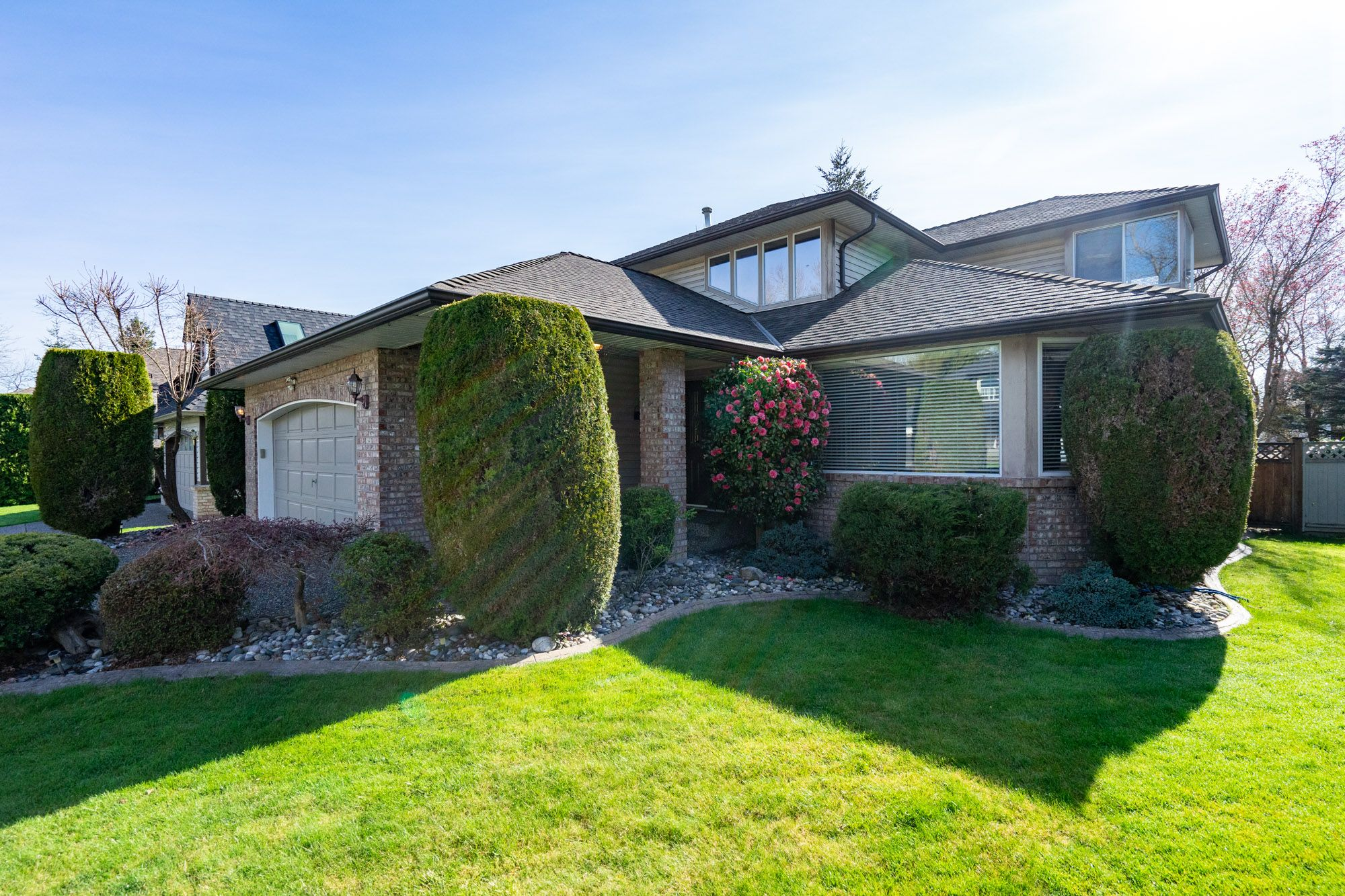 """Photo 3: Photos: 8448 213 Street in Langley: Walnut Grove House for sale in """"Forest Hills"""" : MLS®# R2259409"""