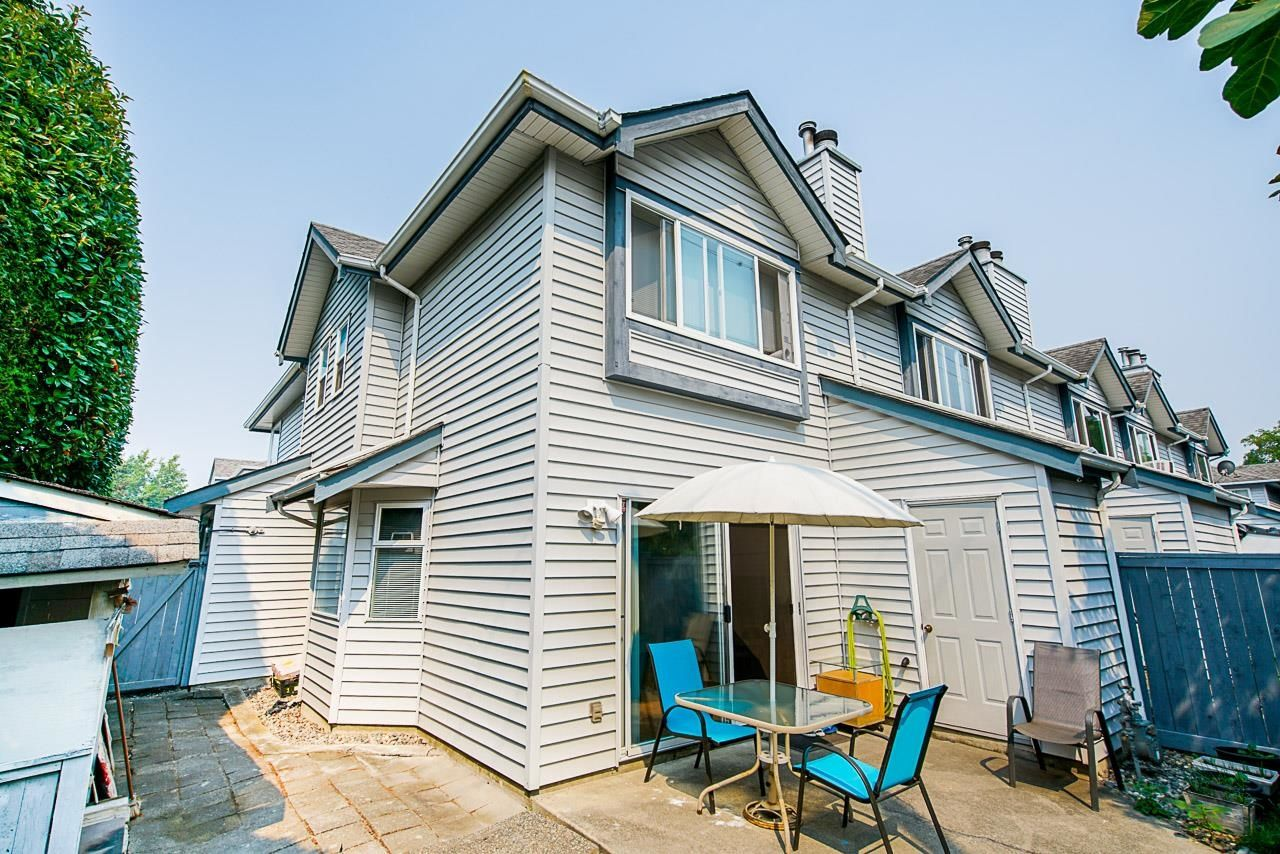"""Main Photo: 1 10980 NO 2 Road in Richmond: Woodwards Townhouse for sale in """"Barclay Court"""" : MLS®# R2613168"""