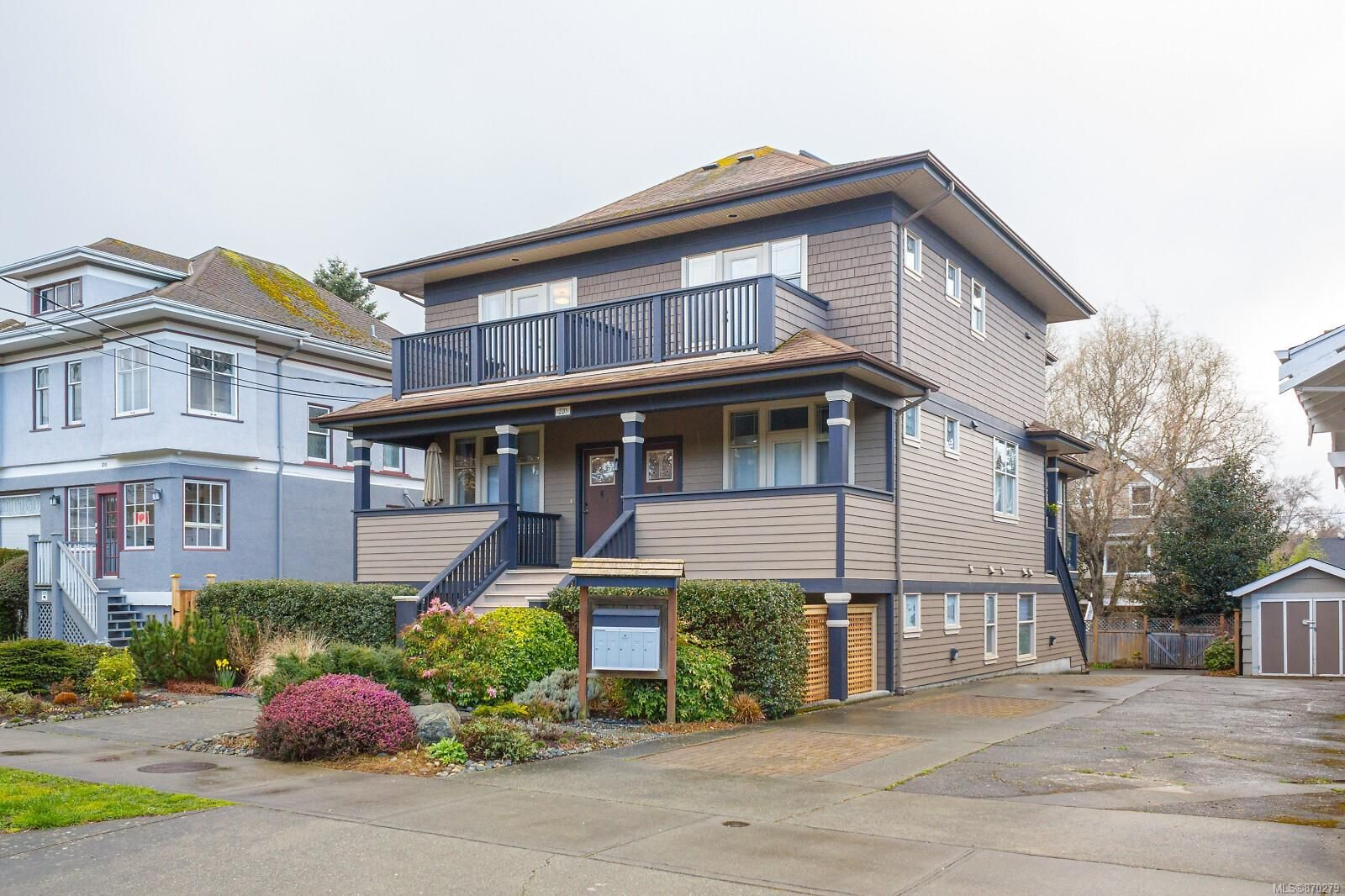 Main Photo: 4 220 Moss St in : Vi Fairfield West Condo for sale (Victoria)  : MLS®# 870279