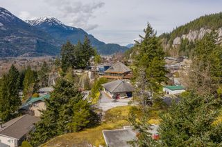 """Photo 10: 38287 VISTA Crescent in Squamish: Hospital Hill House for sale in """"Hospital Hill"""" : MLS®# R2618571"""