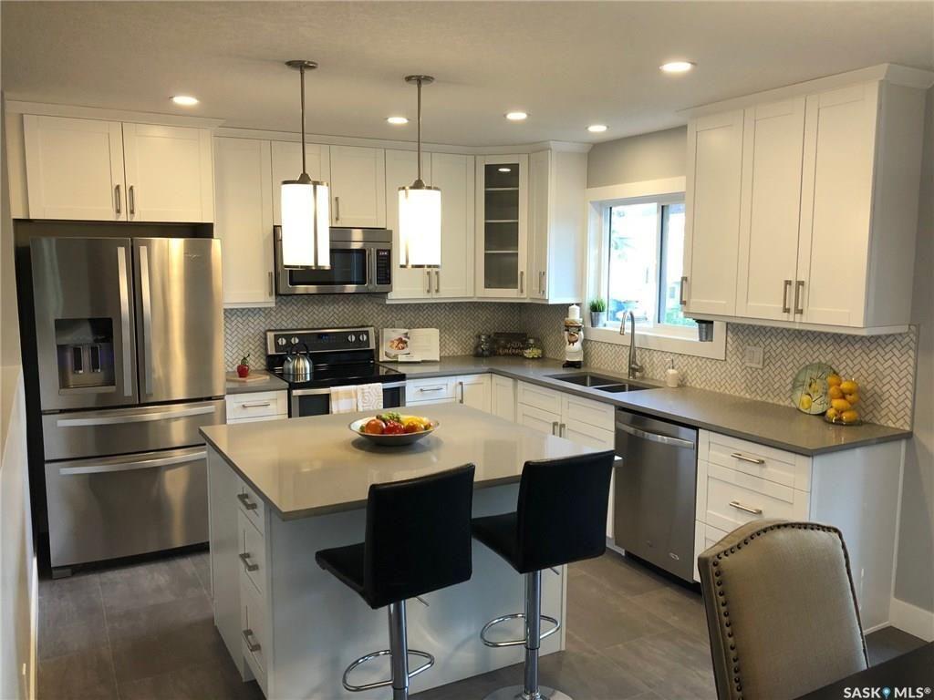 Main Photo: 202 Molloy Street in Saskatoon: Silverwood Heights Residential for sale : MLS®# SK741446