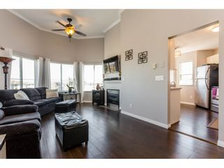 Photo 4: 417 5759 GLOVER Road in Langley: Langley City Condo for sale : MLS®# R2157468