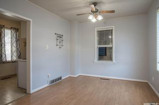 Photo 4: 401 Vancouver Avenue South in Saskatoon: Meadowgreen Residential for sale : MLS®# SK870844