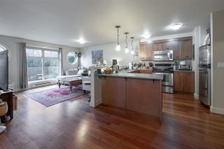 Photo 2: 103 414 GOWER POINT Road in Gibsons: Gibsons & Area Condo for sale (Sunshine Coast)  : MLS®# R2553406