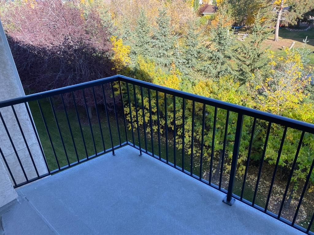 Main Photo: 309 69 Springborough Court SW in Calgary: Springbank Hill Apartment for sale : MLS®# A1139050