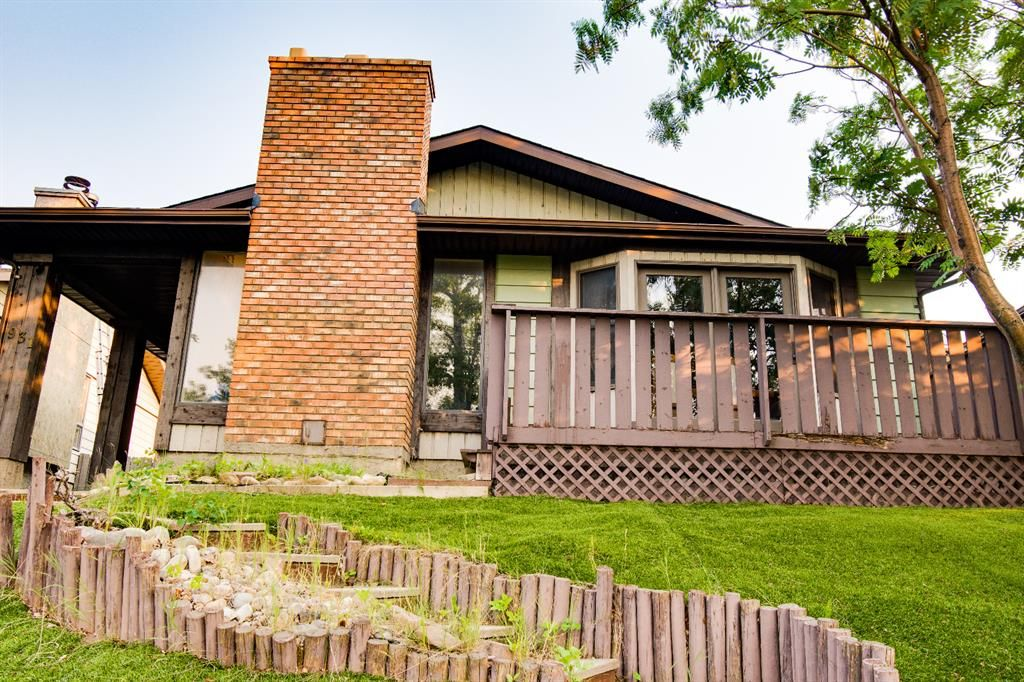 Main Photo: 931 Berkley Drive NW in Calgary: Beddington Heights Detached for sale : MLS®# A1132958