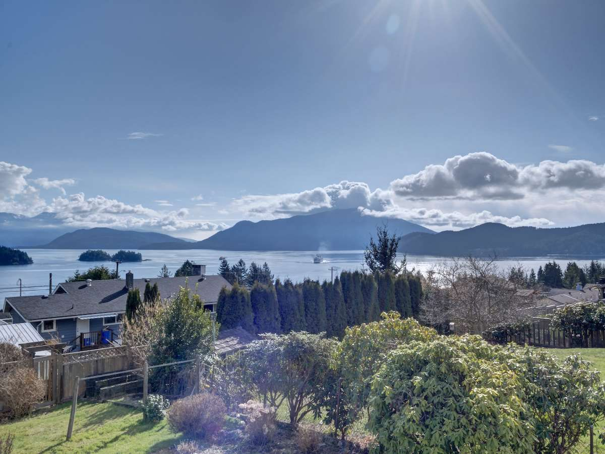Main Photo: 1536 THOMPSON Road in Gibsons: Gibsons & Area House for sale (Sunshine Coast)  : MLS®# R2597890