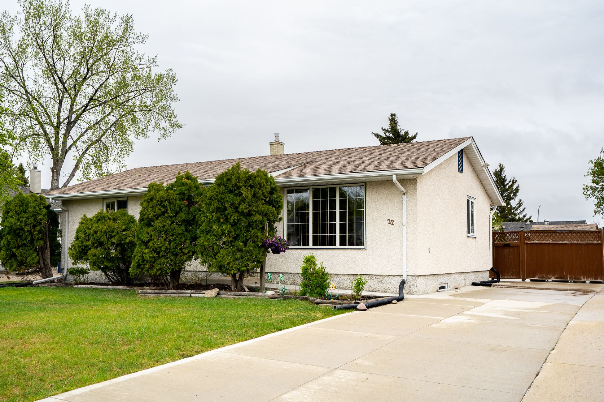 Main Photo: 22 Farnham Road in Winnipeg: Southdale House for sale (2H)  : MLS®# 202112010