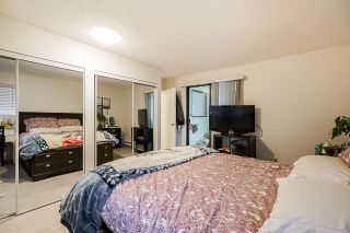 "Photo 26: 10634 HOLLY PARK Lane in Surrey: Guildford Townhouse for sale in ""HOLLY PARK"" (North Surrey)  : MLS®# R2542348"