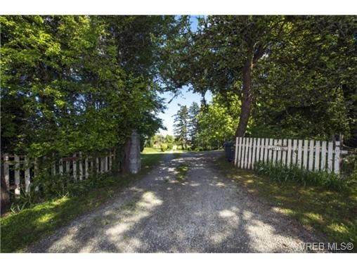 Main Photo: 4715 Beaver Rd in VICTORIA: SW Interurban House for sale (Saanich West)  : MLS®# 700877