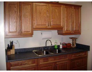 Photo 3: 320 SACKVILLE Street in WINNIPEG: St James Residential for sale (West Winnipeg)  : MLS®# 2913994