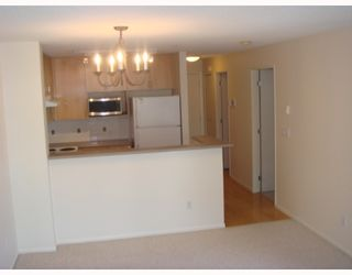 """Photo 8: 405-124 W 3RD ST in North Vancouver: Lower Lonsdale Condo for sale in """"THE VOGUE"""" : MLS®# V647120"""