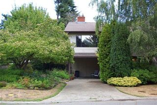 Photo 2: 4023 Travis Pl in Victoria: Residential for sale : MLS®# 283271