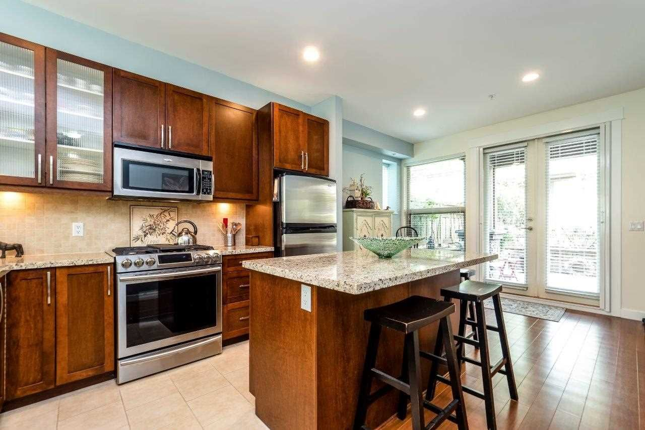 Main Photo: 2 307 E 15TH STREET in : Central Lonsdale Townhouse for sale : MLS®# R2263475