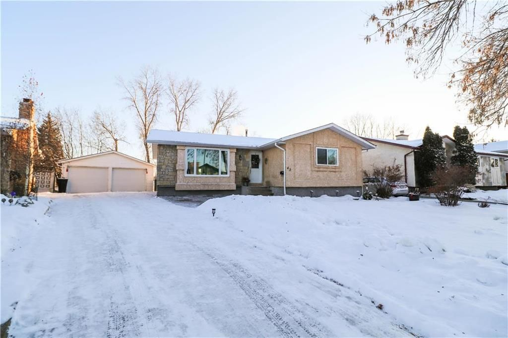 Main Photo: 42 Rizzuto Bay in Winnipeg: Mission Gardens Residential for sale (3K)  : MLS®# 202104122