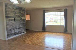 Photo 2: 94 Gainsborough Cove in Winnipeg: Tyndall Park Residential for sale (4J)  : MLS®# 202010796